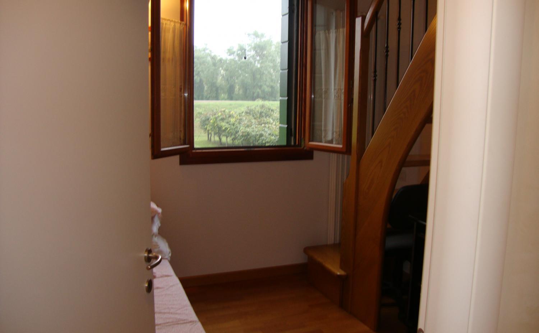 Villetta a schiera con giardino 2 piani 2 camere 2 for Piani a schiera