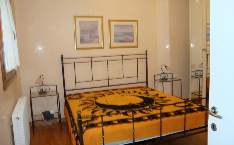 Villetta a schiera con giardino 2 piani 2 camere 2 for Letto a 2 piani
